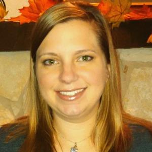 Liz beschoner headshot2